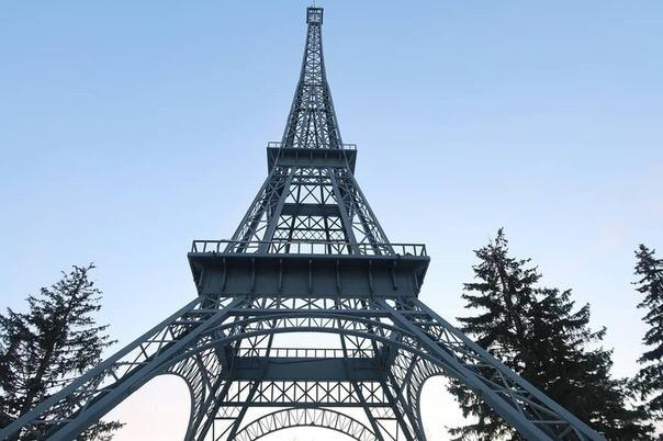 Мечтаете о фотографии на фоне Эйфелевой башни?