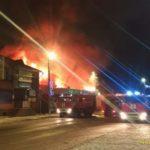 Пожар торговых рядов в Быково начался с кровли